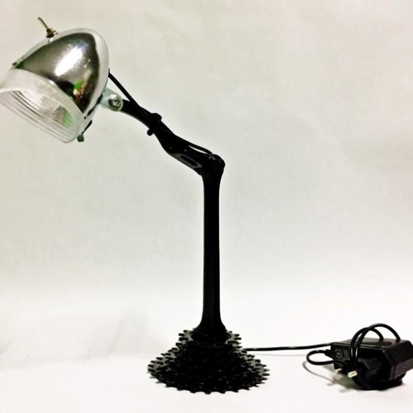 """""""Hajtókaros"""" asztali lámpa"""