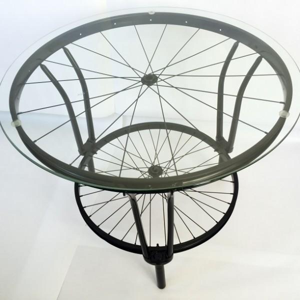 Dohányzóasztal kerékpáralkatrészekből